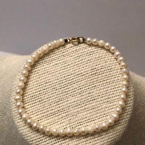 Vintage natural pearl seed bracelet 18kt clasp